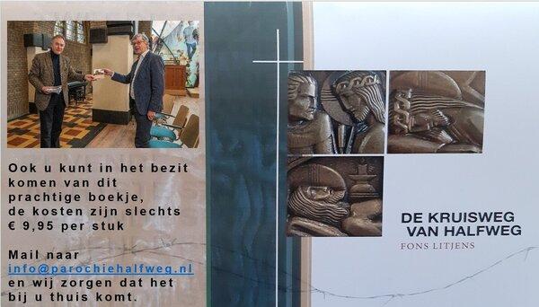 """Overhandiging eerste exemplaar boekje """"De Kruisweg van Halfweg"""" aan Fons Litjens"""